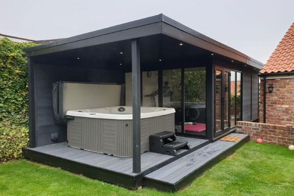 Relaxing Garden Room Hot Tub Retreat Scotland